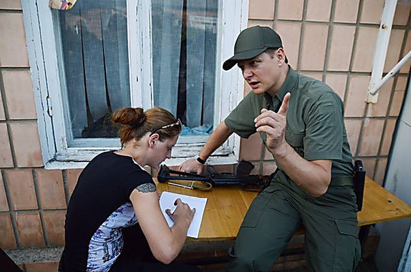 Россиянка облила Ляшко соком вмногоэтажном здании Рады