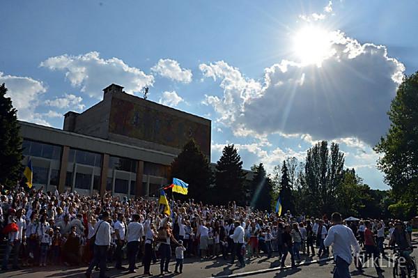 Украинцы провели акцию в вышиванках возле Бранденбургских ворот в Берлине - Цензор.НЕТ 2273