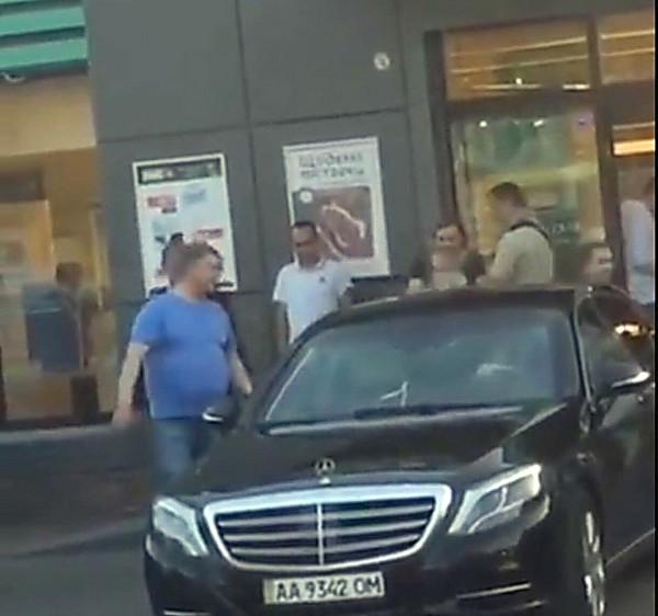 Картинки по запросу украинцев поразило видео порошенко в супермаркете