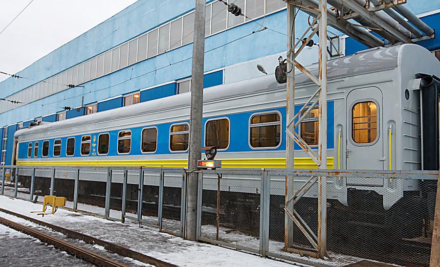 «Укрзализныця» сегодня отправит 1-ый поезд свагонами-трансформерами