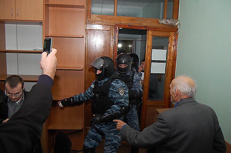 """Неизвестные избили и ограбили мужчину в аэропорту """"Киев"""" - Цензор.НЕТ 2035"""