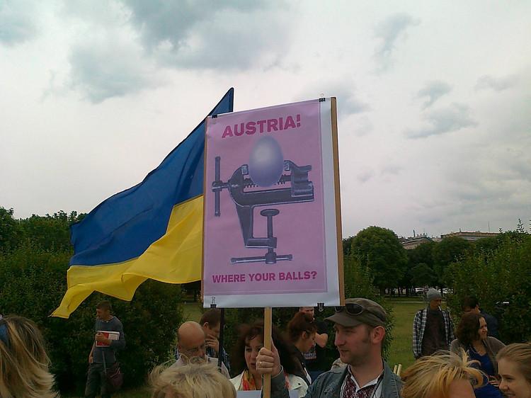 Путин в австрии спели хуйло