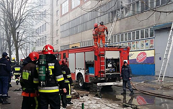 ВоЛьвове горел завод «Электрон», пострадали двое пожарных