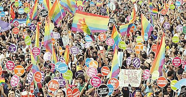 Власти Стамбула запретили гей-парад посоображениям безопасности