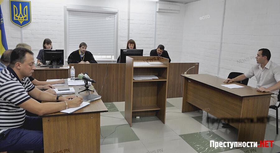 Суд ссентября возьмется загероя-взяточника Романчука— Просьба защиты отвергнута
