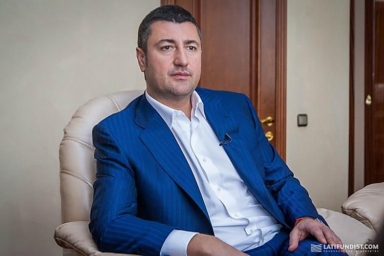 Картинки по запросу Суд арестовал имущество и деньги Бахматюка на сумму 1,2 миллиарда