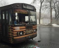 В пятницу, 30 января, в Донецке под обстрел попал дом культуры им.Куйбышева на ул. Панфилова, также осколками снарядов был поврежден троллейбус на остановке Трудовые резервы.