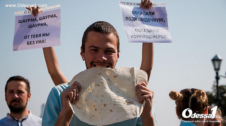 Зашаурму ипротив коррупции: вОдессе прошел первый «Шаурмарш»