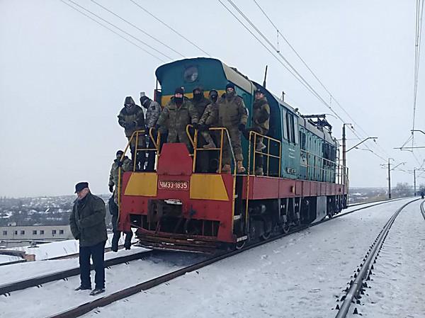 Блокадники наДонбассе похитили часть груза иззаблокированного ими поезда,— Аброськин