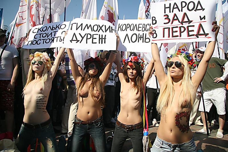 ogromnimi-huyami-golie-v-gorodah-ukraini-porno-foto