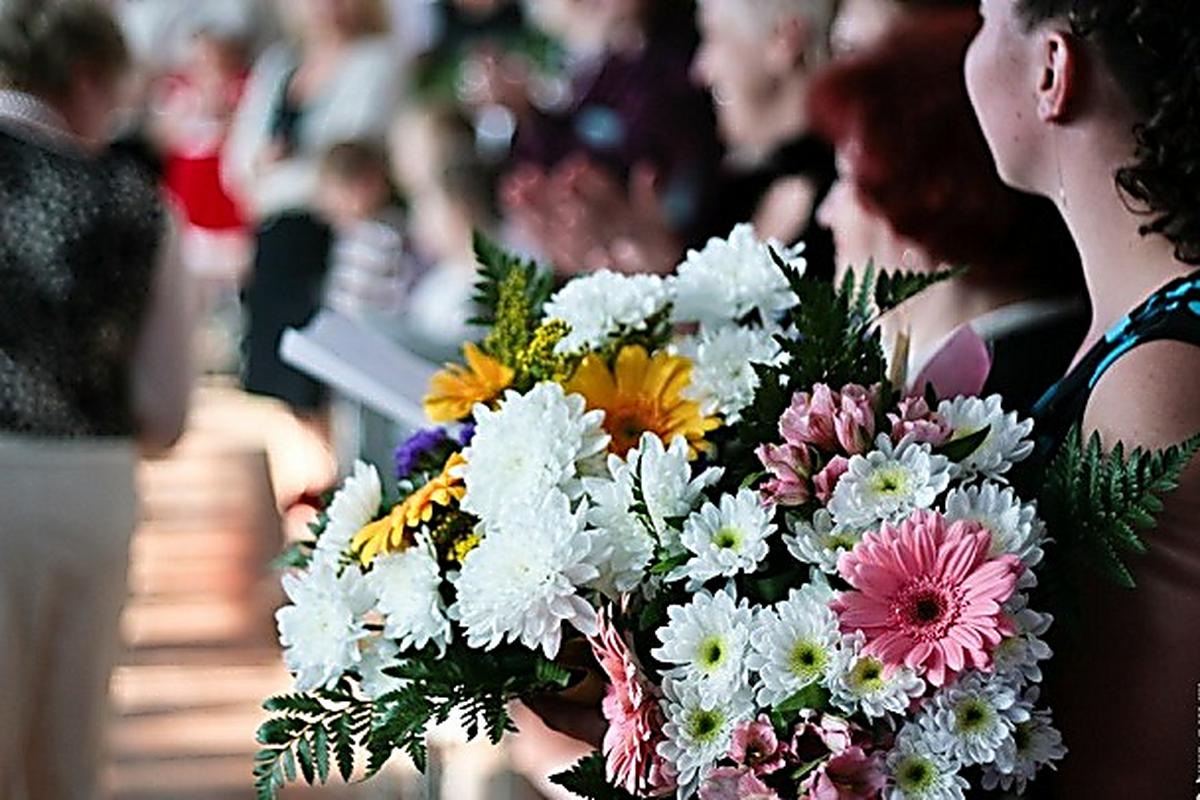 Цветы дешево, букет на выпускной бал