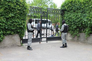 Николаевскую ОГА охраняет вооруженный до зубов «Святой Николай» (ФОТО), фото-1