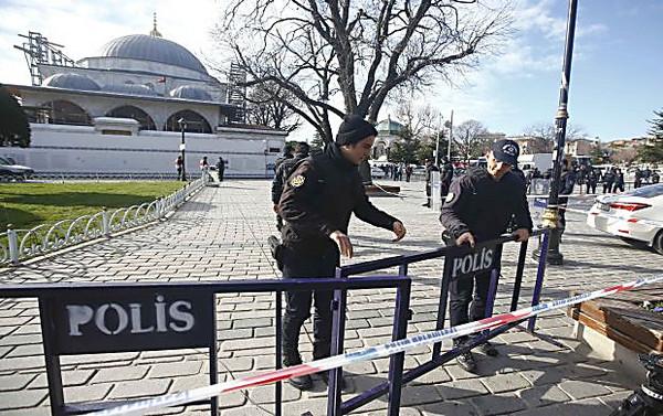 Теракт вцентре Стамбула унёс жизни десяти человек