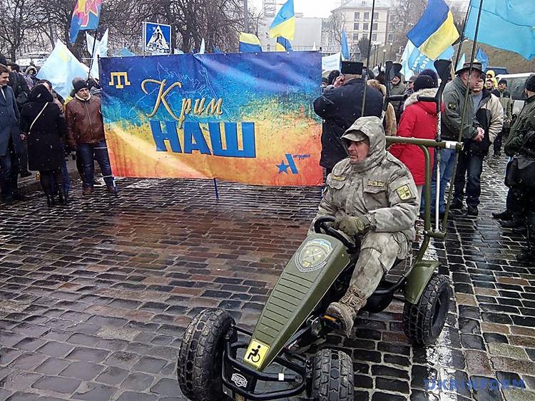 «Крым— это Украина!»,— вКиеве состоялся марш солидарности сжителями аннексированного Крыма