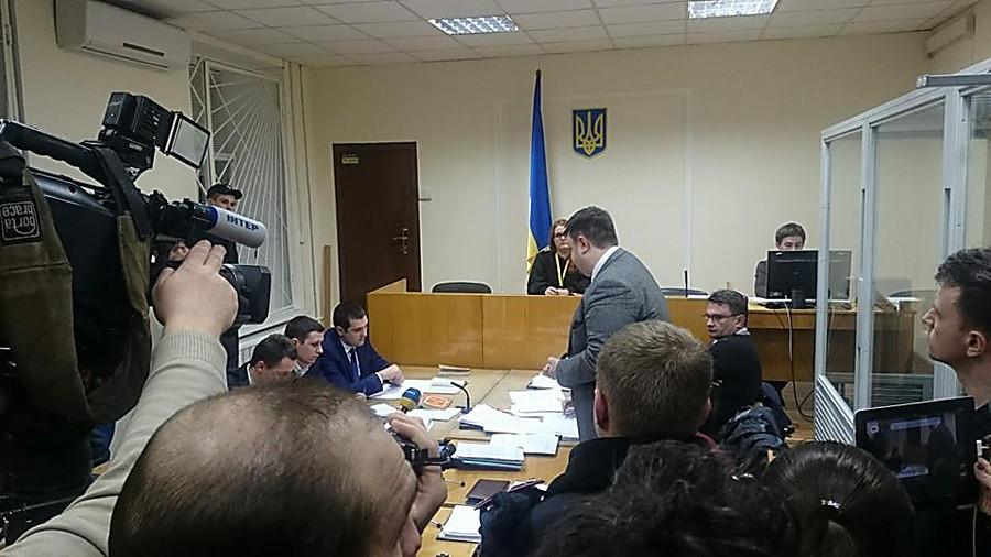 Аваков обещает защитить полицейского, стрелявшего впогоне заБМВ
