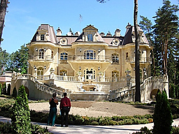 Yanukovych got a new mansion on Rublyovka for 52 million dollars