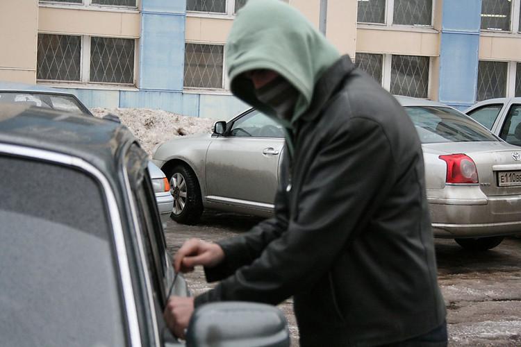 ВЗапорожье правонарушители случайно угнали полицейский автомобиль