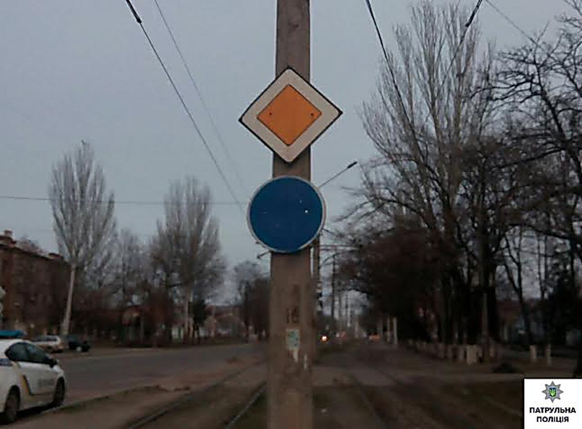 In nikolaev cases of damage of road signs have become for Road case paint