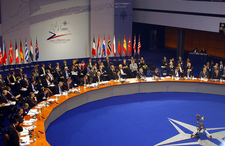 Генеральный секретарь НАТО предупредил Трампа опоследствиях отказа США отальянса