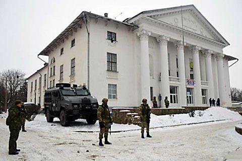 Выборы вУкраине: научастке вДонецкой области подрались журналисты