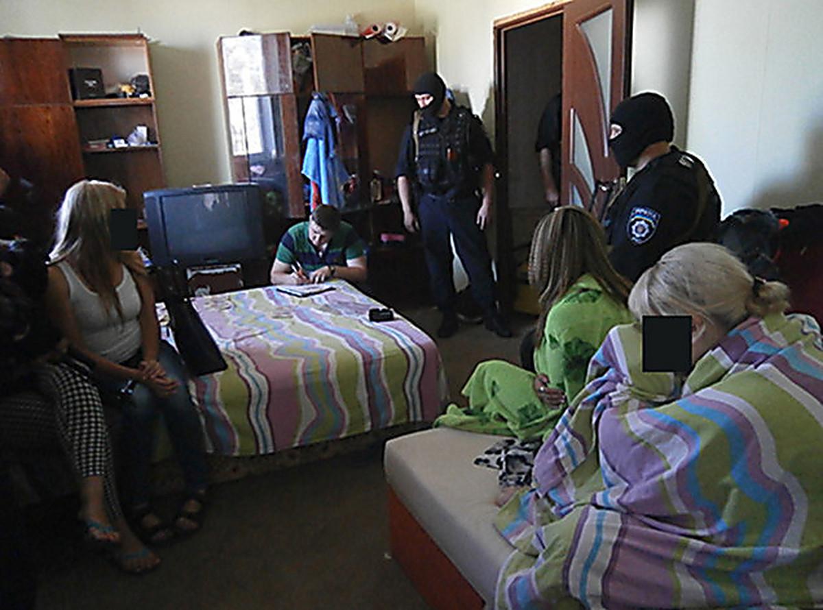Проституция у себя в квартире, «Каждая сталкивается с насилием»: Я работаю 4 фотография