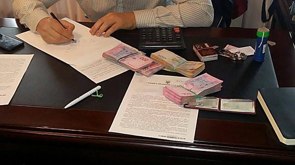 ВРовенской области завзятку схвачен работник ГФС