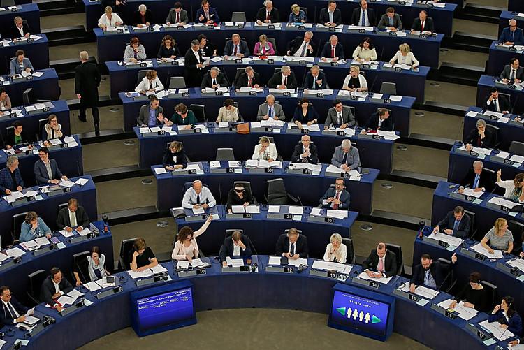 ЕСпривязал безвиз кпроведению перемен вгосударстве Украина