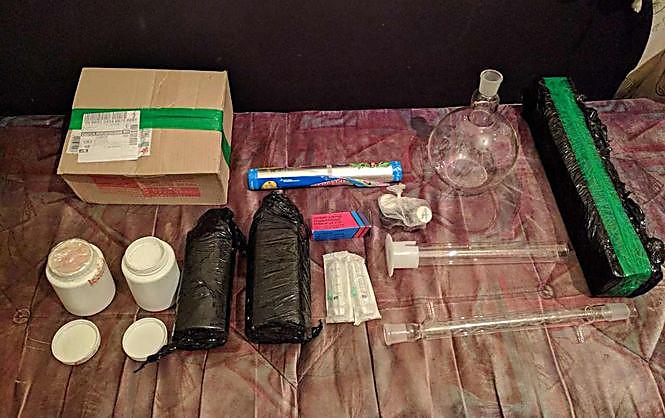 ВОдессе задержали 2-х человек при получении посылки с500 пилюлями психотропа