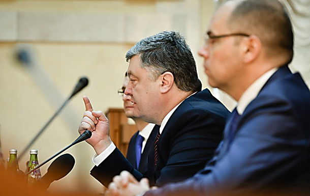 Порошенко сократил депутата, который перебил его напресс-конференции вОдессе