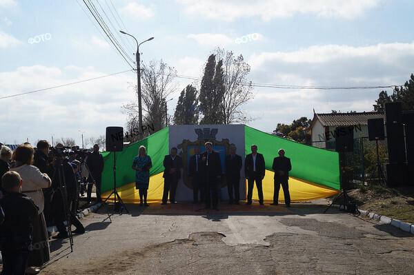 62f70220679074b8af251299f9330235.i600x399x474 В Белгород-Днестровском районе Барвиненко испугался народного гнева (фото)