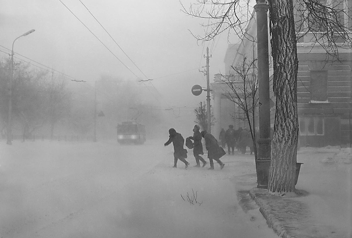 Прикольные картинки про мартовскую погоду, девочка поздравительная