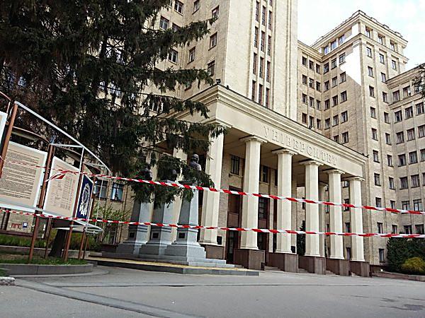 В Харькове в здании облгосадминистрации ищут взрывчатку