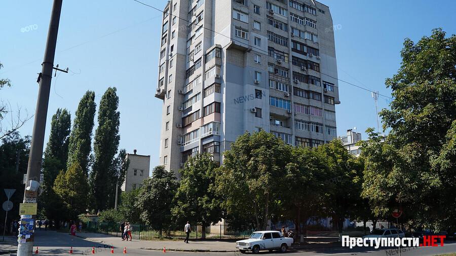 ВНиколаеве эвакуировали 14-этажку— искали бомбу