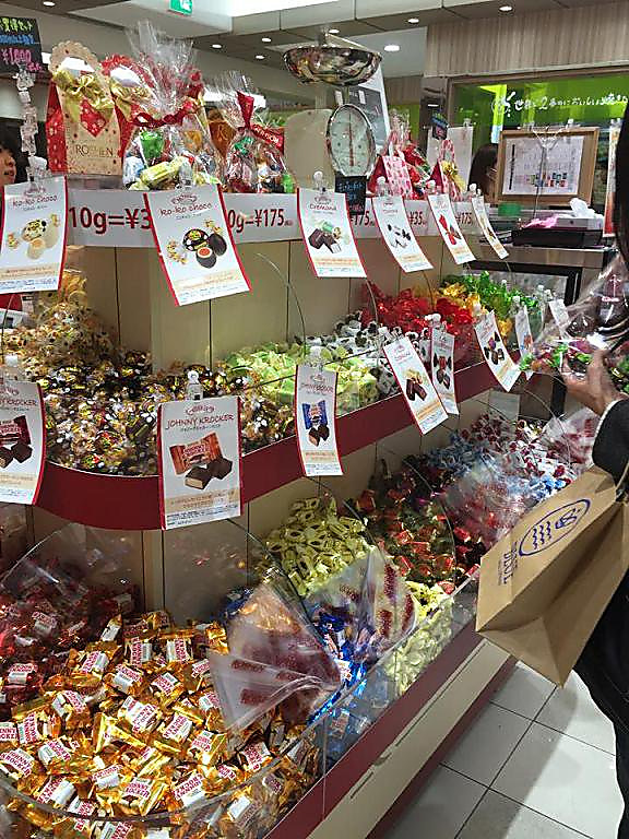Ukrainian leader's confectionery firm to close Russian factory