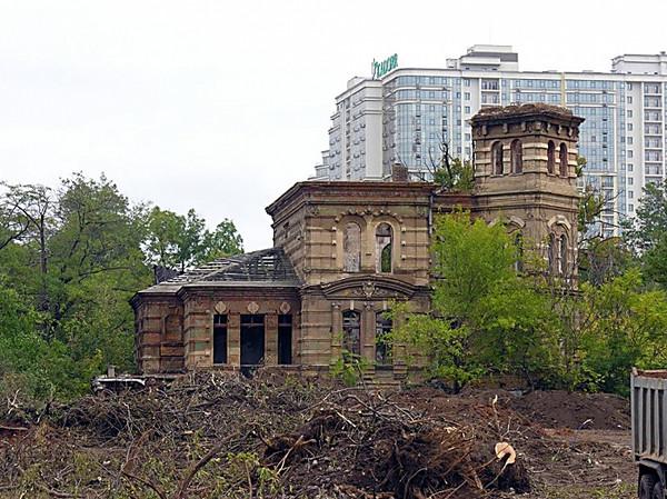 ВАркадии сносят старинный особняк ради многоэтажки