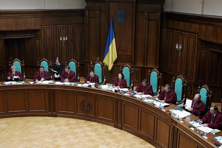 Конституционный суд планирует отменить закон олюстрации— Соболев