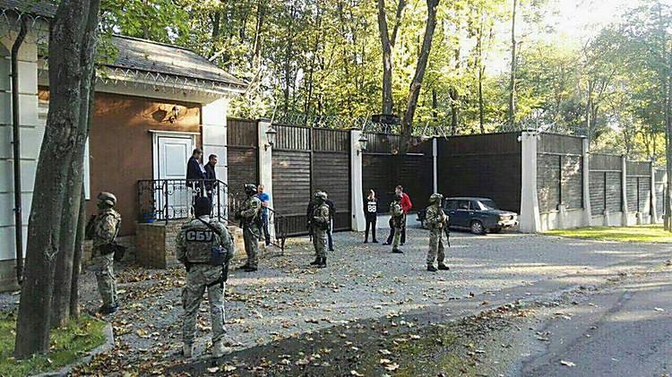 Генеральный прокурор продемонстрировал схему воровства земли Кернесом иДобкиным