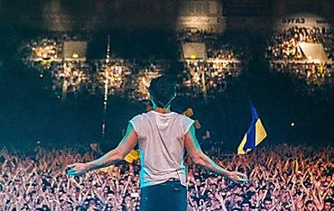 """Мінська міліція на концерті """"ОЕ"""" виривала у глядачів українські прапори"""