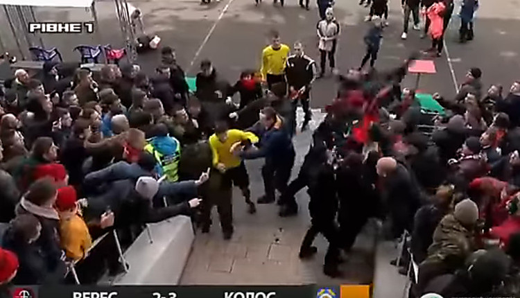 Вгосударстве Украина футбольные фанаты едва неизбили судью после матча
