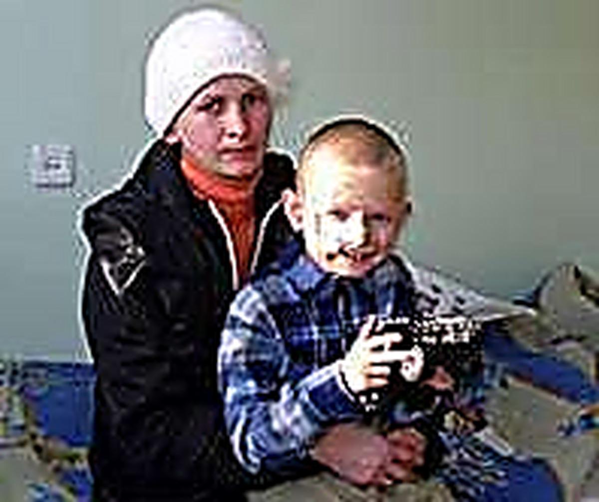 Мама позвала сына на сеновал