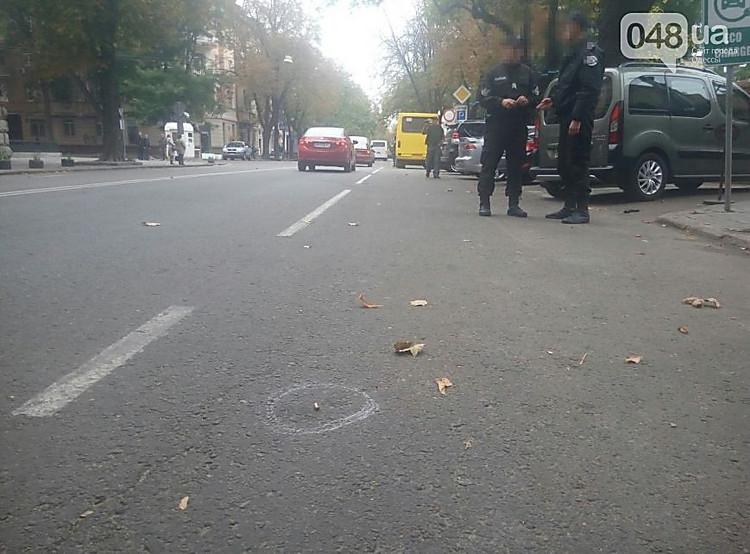 ВОдессе мужчина останавливал маршрутку стрельбой