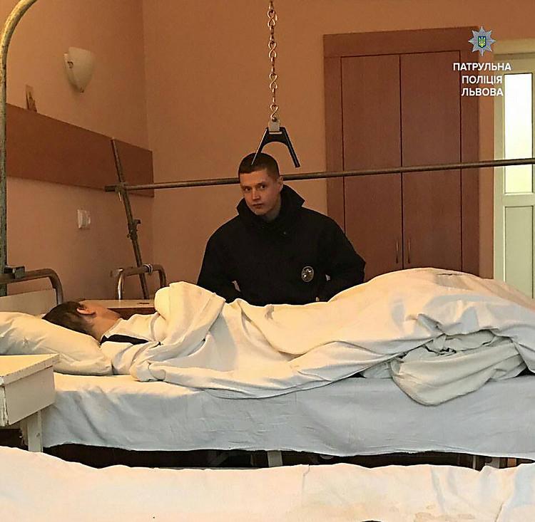 Муж притворился спящим когда его жену фото 303-63