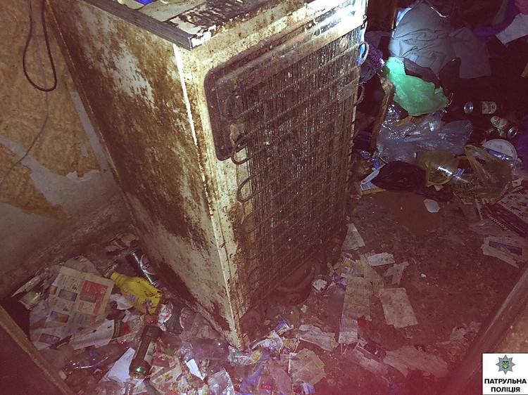 in nikolaev hat die gastgeberin notdienste in der wohnung nicht in gang gebracht von der wasser. Black Bedroom Furniture Sets. Home Design Ideas