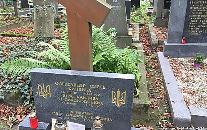 Чехия позволила передать Украине останки писателя Олеся,— Порошенко