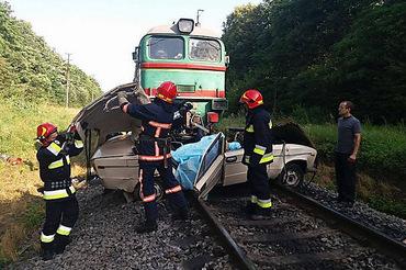 Поезд столкнулся с легковым автомобилем на Ивано-Франковщине: 4 человека погибли, двое из них - дети, - ГСЧС - Цензор.НЕТ 4172