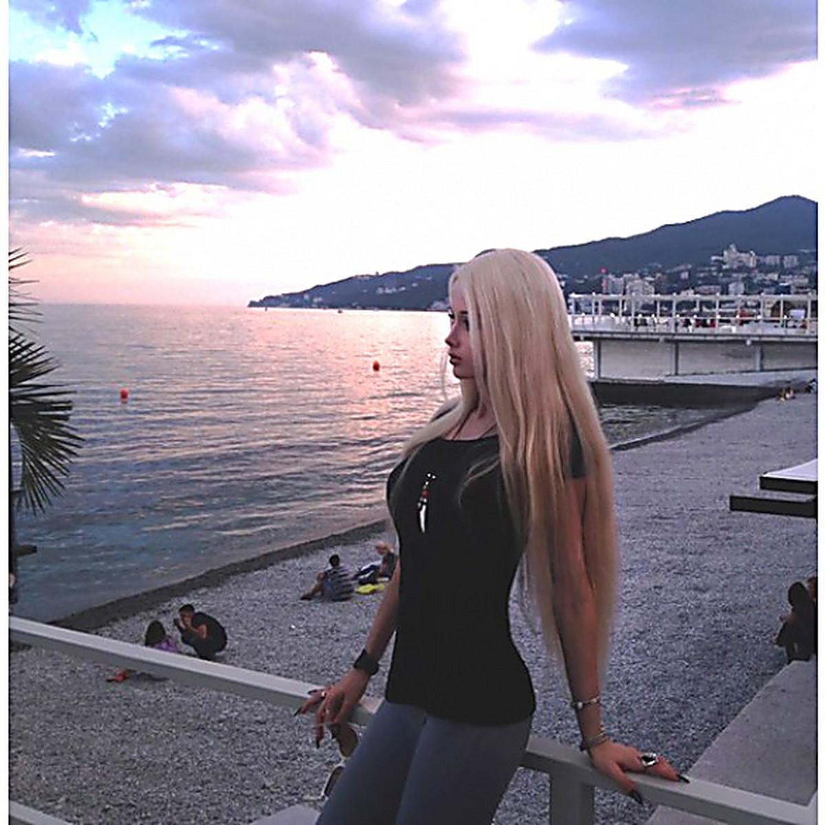 Фото девушки блондинки в крыму