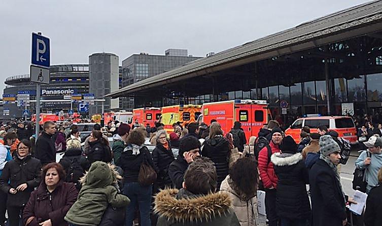 Неменее 50 человек пострадали ваэропорту Гамбурга из-за утечки неизвестного вещества