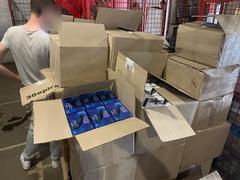 В городе Могилев-Подольский Одесской области пограничники и налоговики изъяли на складе логистической компании 3,5 тонны контрафактных алкогольных напитков.