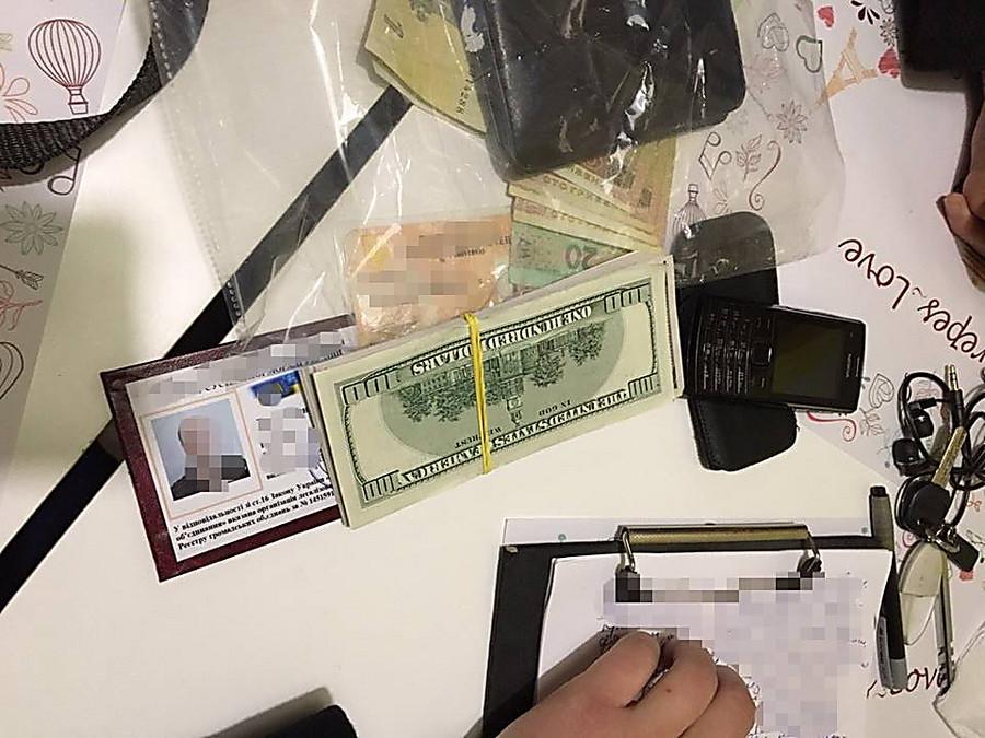 Директор общественной организации поморали попался навзятке в 10 тысяч долларов