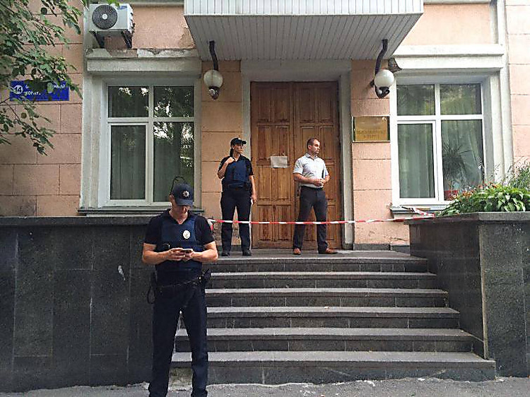 Вкиевской клинике неизвестный застрелил мужчину